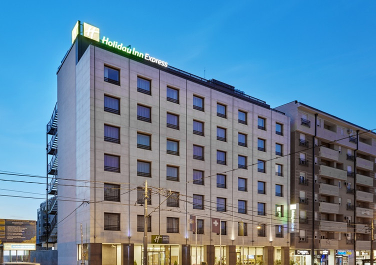 Holiday Inn 2.jpg
