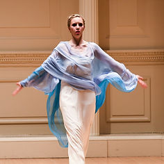 Gabrielle Armenier, eurythmy Brigitte Armenier, piano, Azer Damirov, violin Johannes Brahms Violin Sonata Nr. 3 Weill Recital Hall at Carnegie Hall New York City Eurythmy Eurythmie Art of Movement stage arts Costumes Veils Silk