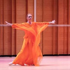 Gabrielle Armenier, eurythmy Brigitte Armenier, piano, Franz Schubert Piano Sonata in G major D. 894, Op. 78 Merkin Hall New York City Eurythmy Eurythmie Art of Movement stage arts Costumes Veils Silk
