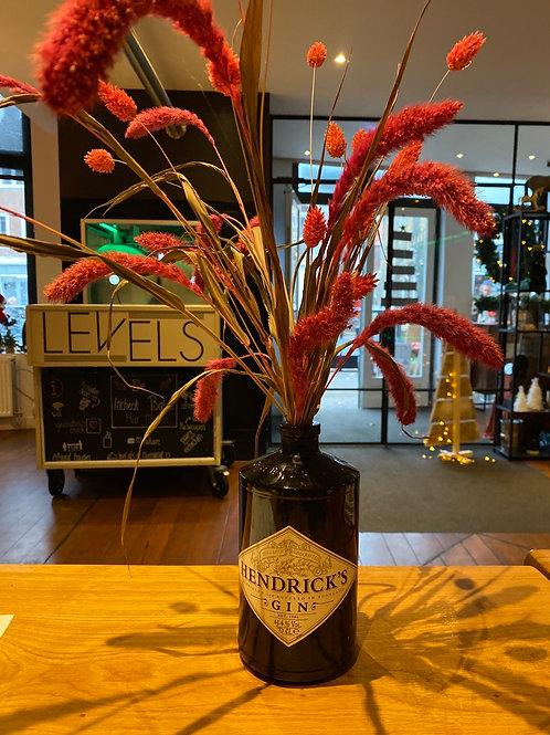 Droogbloemen roze in hendricks fles