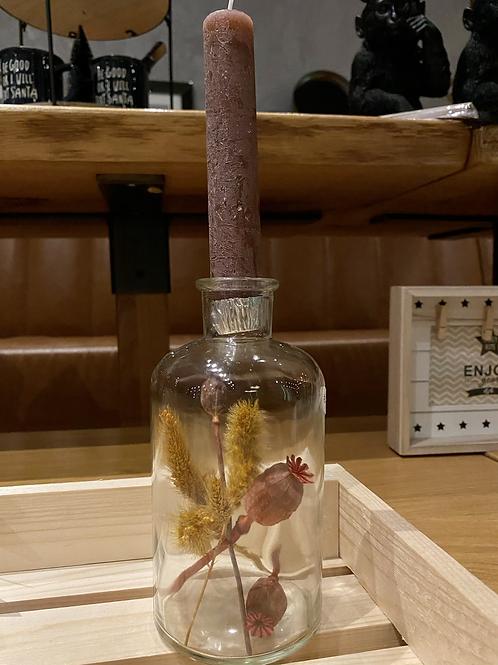 Kaars in fles met droogbloemen
