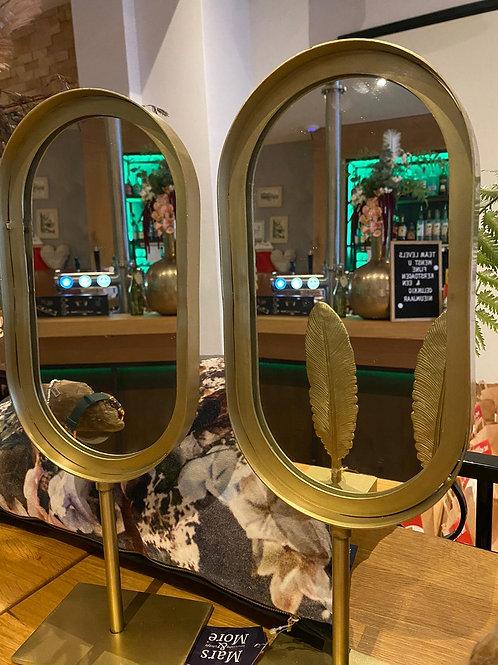 Spiegel met gouden rand