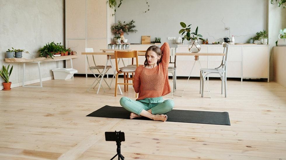 yoga-online-frau-gomukhasana_edited.jpg