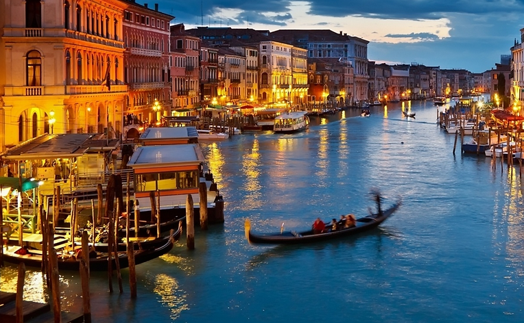 Top 10 Ten travel tips Venice info information attractions restaurants transportation nightclubs bars shops shopping hotels hostels maps menus phone numbers websites videos search