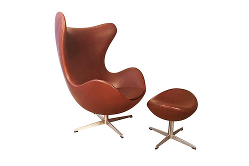 Arne Jacobsen 'Egg' chair with Ottoman in cognac leather