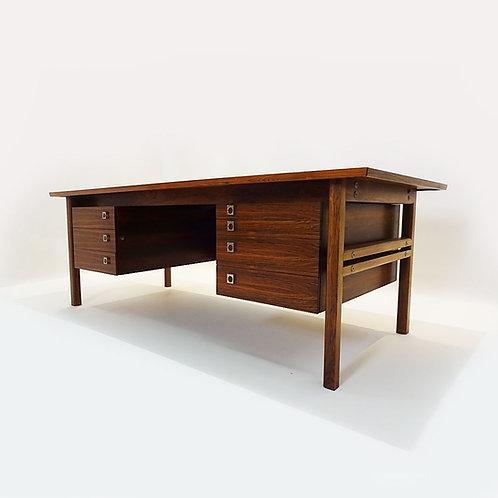 Arne Vodder desk
