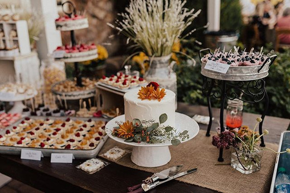 HAVE YOUR cutting CAKE and EAT (it) mini