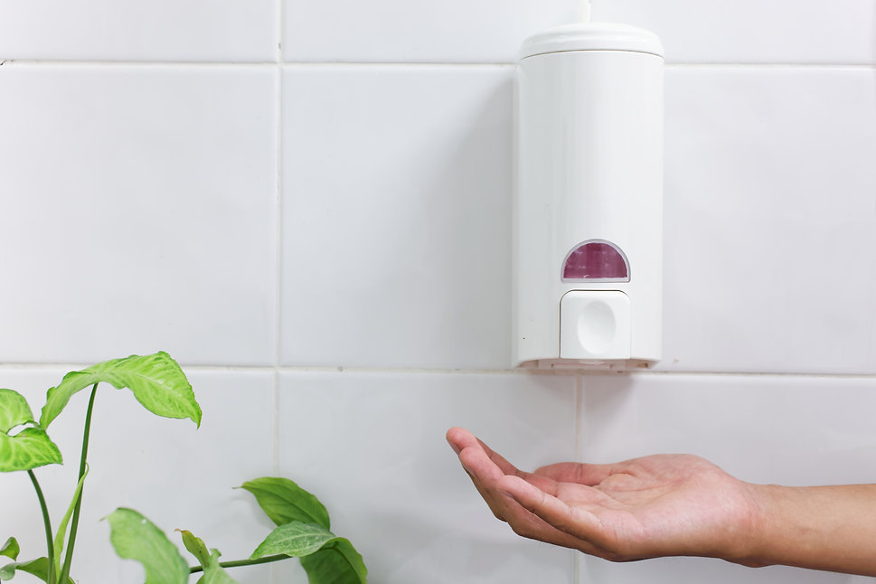 one dirty hand under the hand wash-Autom