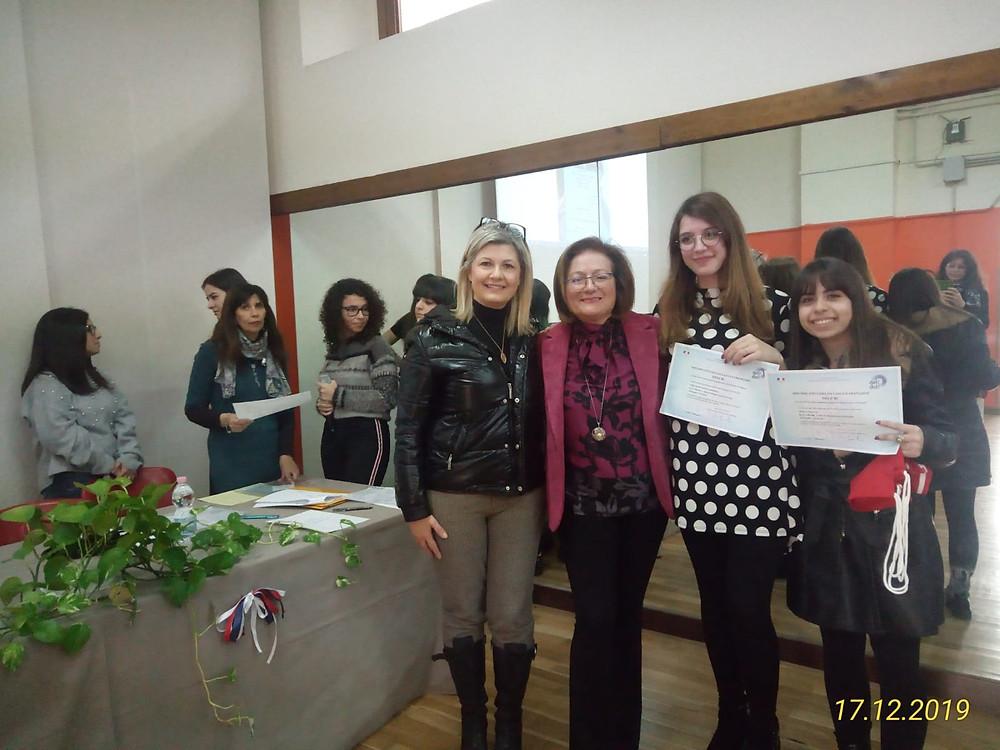 """Mme Cenerini avec ses élèves du """"Familiari"""" de Melito"""