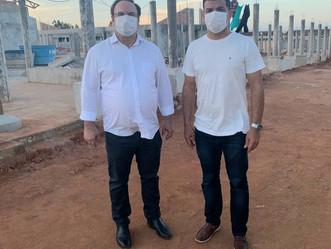 Luciano visita obras e agenda reunião com construtora da UPA