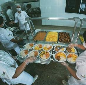 Seades assina contrato com nova empresa para fornecimento de refeições no Restaurante Popular Prato