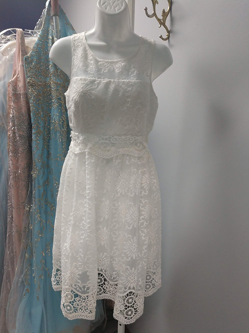 Minuet Short Lace Dress in White