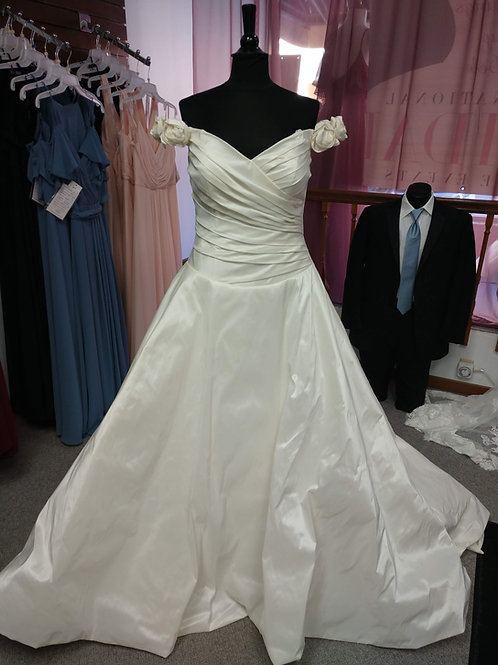 Discontinued Sincerity Bridal Wedding Dress With Rose Sleeves Size 16