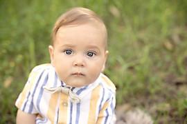 baby milestone outdoor session
