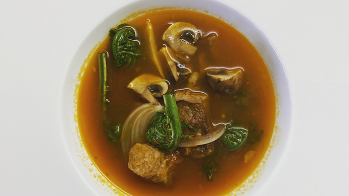 こごみと牛肉のスープ
