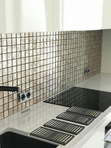 Köögi tasapinna plaatimistööd. Klaasmosiik plaadi paigaldus.
