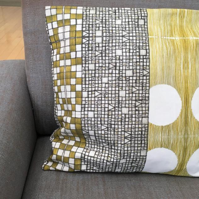 golden mosaic cushion