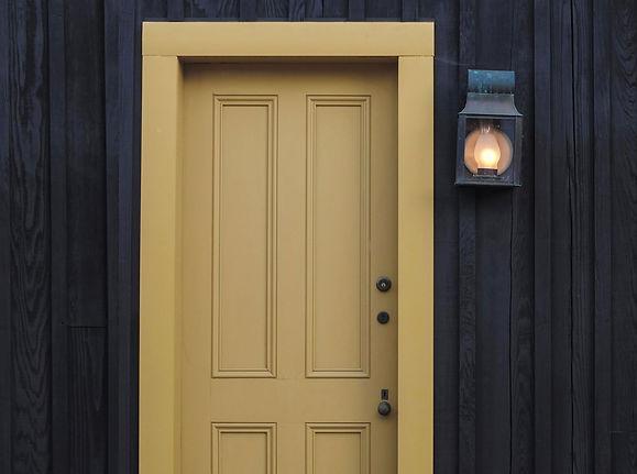 building-door-installation-grimsby-joiner