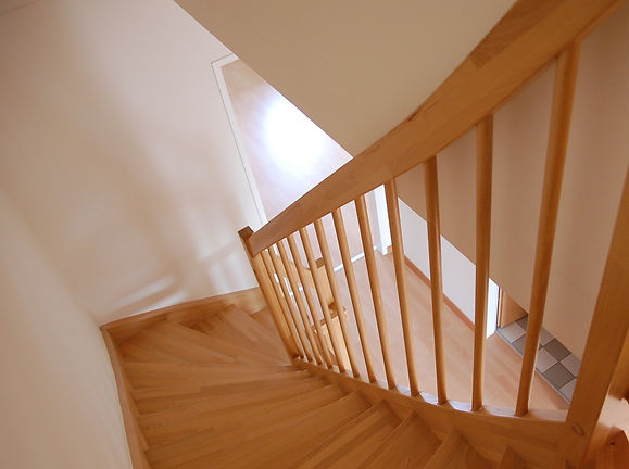 grimsby-joiner-apartment-architecture-family-staircase.