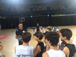 El Campus Bilbao Basket – Seguros Bilbao recibió la visita sorpresa de Pere Tomás