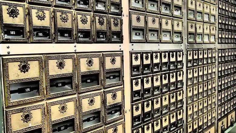 safe-deposit-box-1537869_1920.jpg