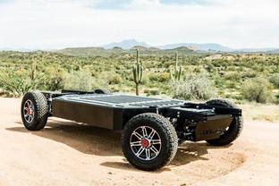 Skateboard-like chassis used to electrify any medium to heavy-duty trucks