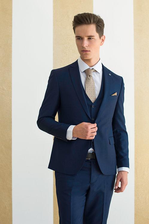 Мужской костюм тройка аренда прокат москва яркий приталенный на свадьбу синий