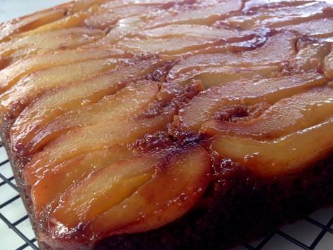 Gâteau aux épices renversé aux poires - Les Touilleurs