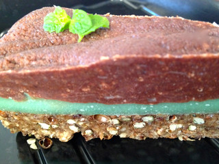 minty-green crunch cake