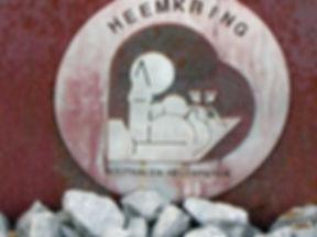 Logo van de Heemkring op het Mijnwerkersmonument