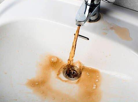 O caminho entre a estação de tratamento e a sua torneira, influencia na qualidade da água.