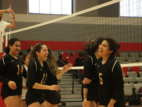 Varsity Volleyball Brings 2nd Place Home from Van Horn Volleyball Classic; 4 Players Receive Honors