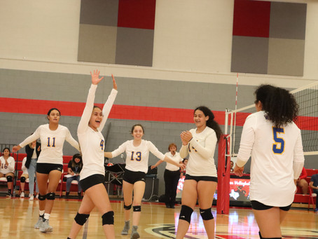 Lady Warriors Finish Pool Play at VH Volleyball Classic 2-2