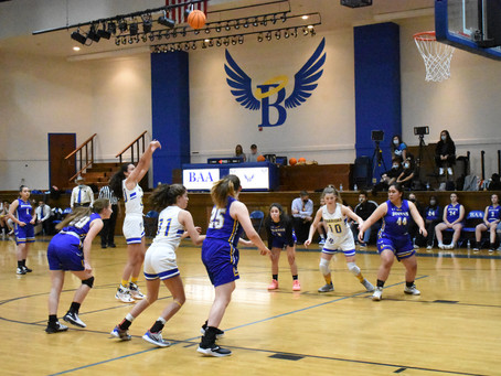 Lady Warriors Drop Game 1 in Arlington in Final Seconds