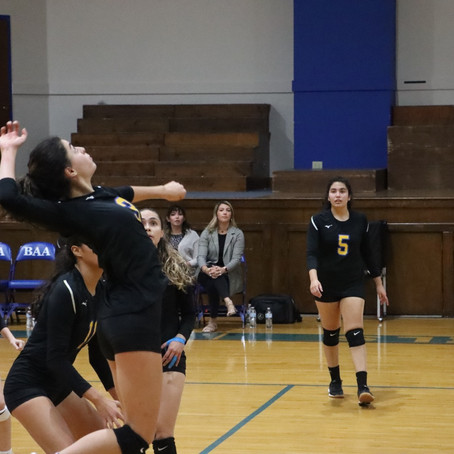 Varsity Volleyball Loses First Game in a Month; 0-1 in District