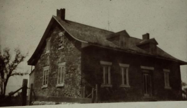 Maison-paternelle-a-L-Acadie-QC.jpg