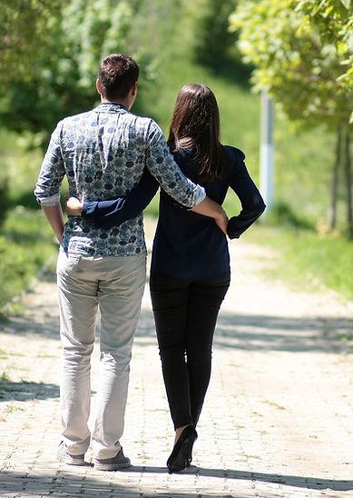 couple-1363959_1920.jpg