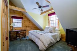 Upstairs Queen Bedroom #2