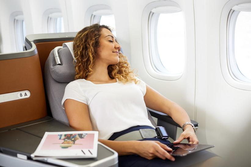 Entspannung in der Business Class der Lufthansa.