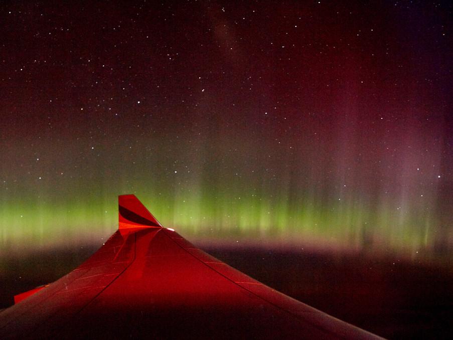 Während eines Nachtfluges aus Kuba kommend, sah ich über Grönland, diese Polarlichter aus dem Flugzeugfenster, toll!