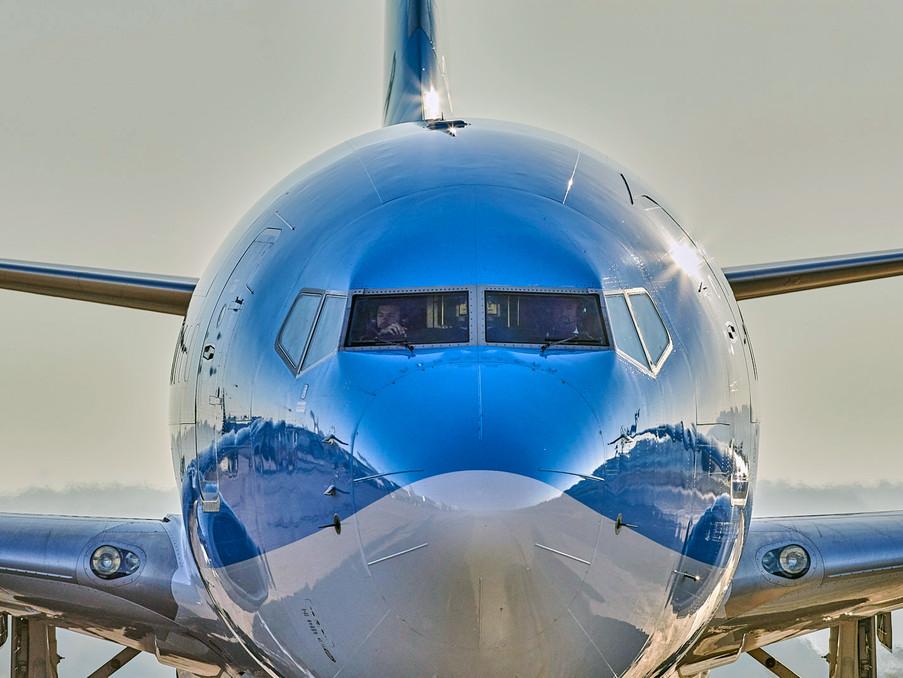 Eine Boeing737 der TUIfly nach der Landung am Flughafen in Palma de Mallorca.
