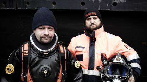 Berufstaucher im Hamburger Hafen