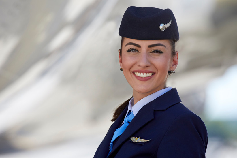Flugbegleiterin der TUIfly am Flughafen von Palma de Mallorca.