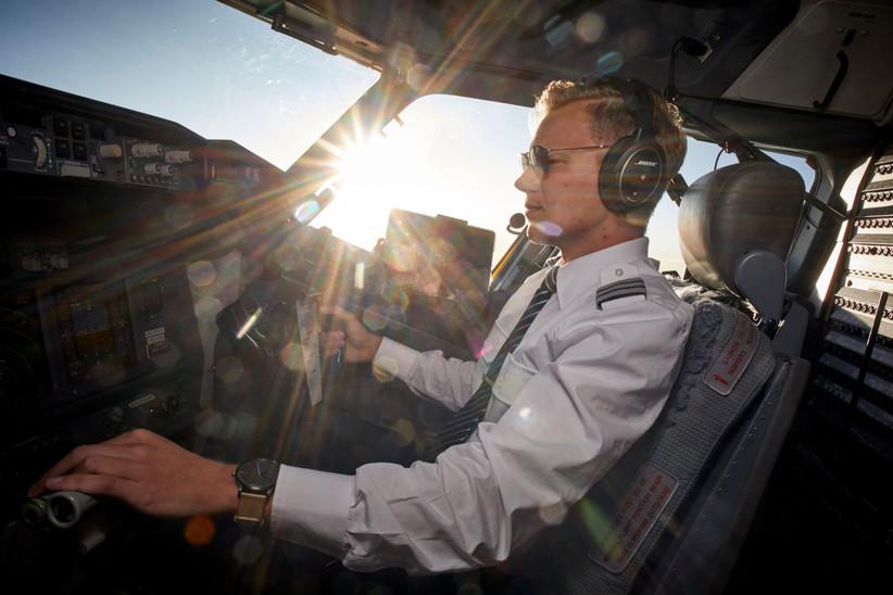 Der Copilot Maurice fliegt die Boeing 737 nach Teneriffa.