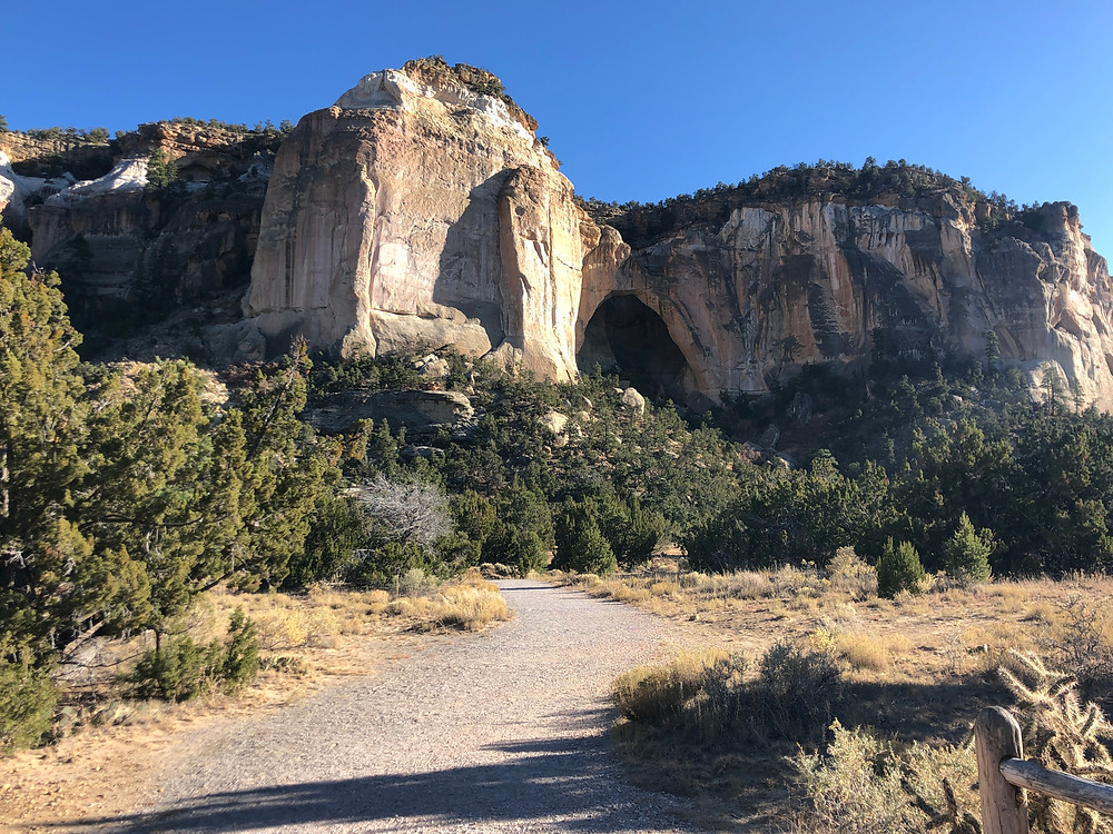 La Ventana Natural Arch and the gravel trail leading in