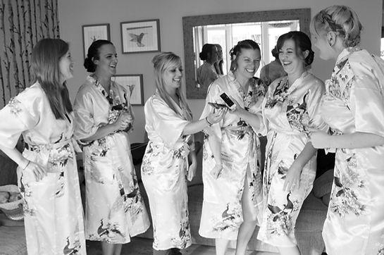 bride bridemaids wedding morning