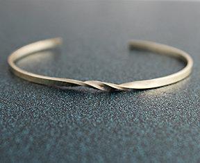 "8120-SS - .090"" Thin Twisted Wire Cuff"