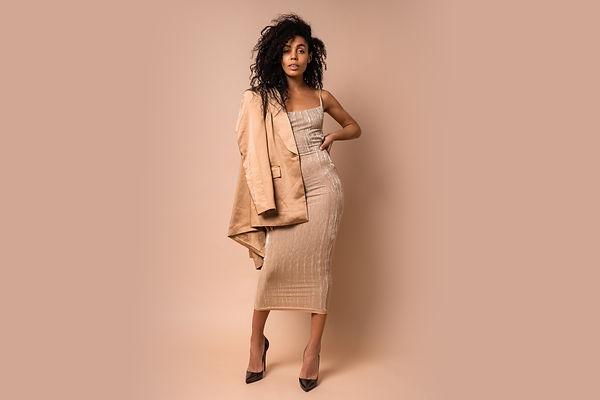 sensual-black-woman-with-beautiful-wavy-