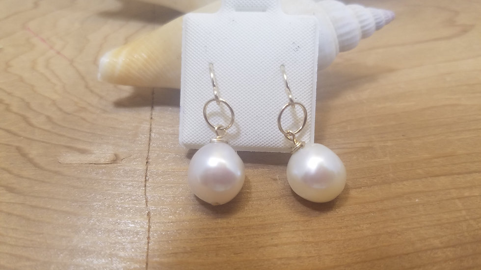 Fresh water pearl with gold filled circles and wires