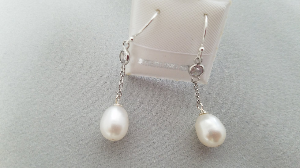 Drop pearls on a chain earrings